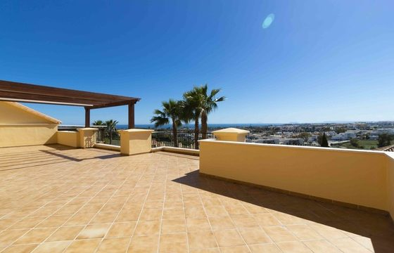 Nueva Andalucia 4bedroom Penthouse with Sea views