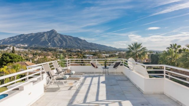 Nueva Andalucia duplex penthouse with La Concha views