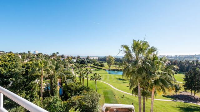 5 bedroom, 3 bathroom Penthouse for sale in Nueva Andalucia, Marbella