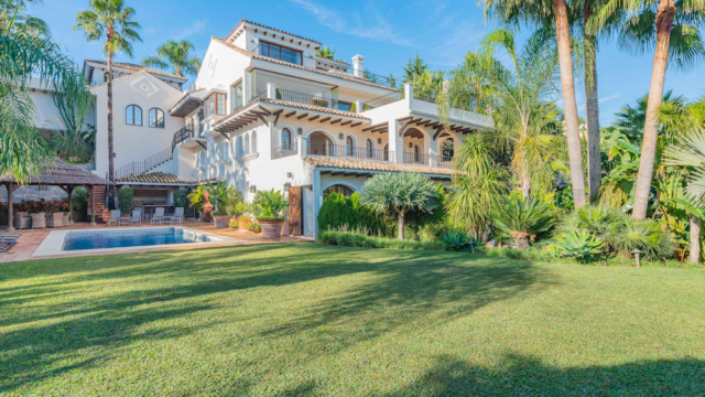 Bargain Villa near Puerto Banus with Panoramic views and parking for 5 cars