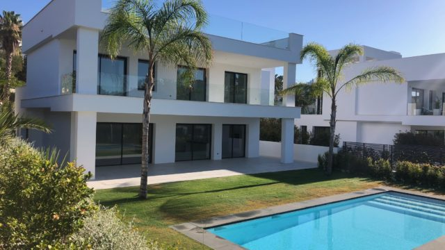 Puerto Banus 3 modern villas for sale.Walk to Port.