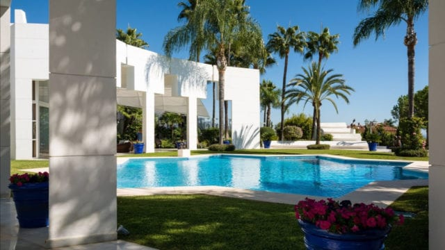 Nueva Andalucia hilltop 7bedr. Mansion with Panoramic views
