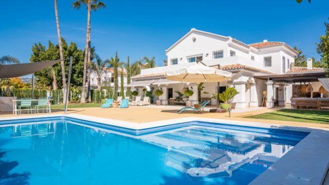Nueva Andalucia renovated 6 bedroom west facing villa for sale