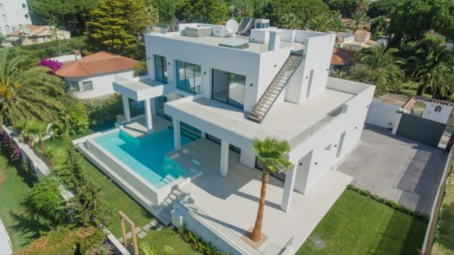Reduced – Elviria Beautiful 5bedroom modern villa for sale