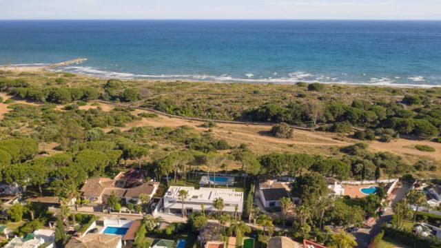 Beach villa – Marbella East 6bedroom modern villa for sale
