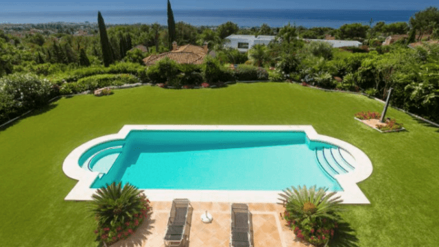 Marbella Hillside villa in gated community with Sea views (10 cars garage)