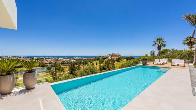 Benahavis – Modern contemporary 5-bedroom villa with Views