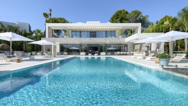 Nueva Andalucia 9 bedroom Modern villa for sale with Panoramic views