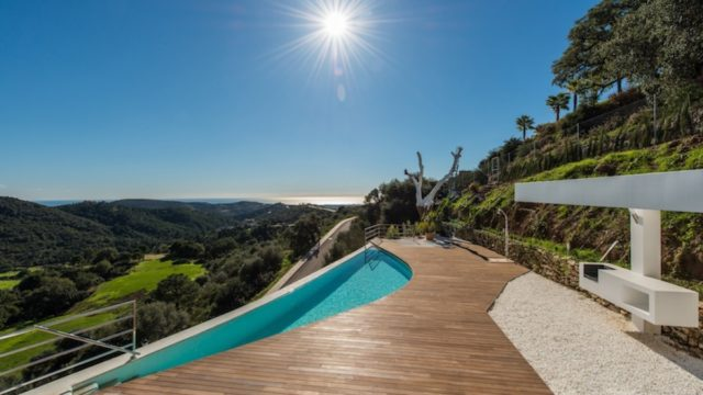 Monte Mayor – Contemporary quality villa for sale
