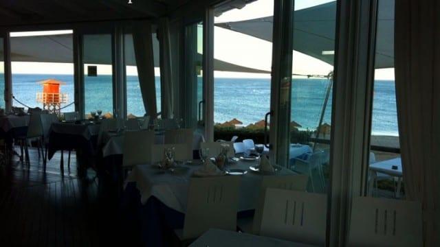 70 Tables – Beach Bar