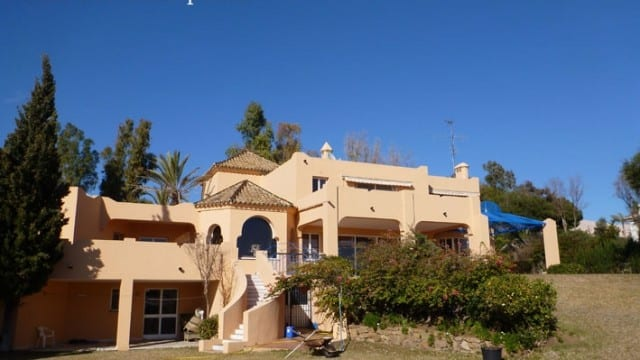Marbella villas manoirs modern villas townhouses appartements penthouses for sale louer - Puya marbella ...