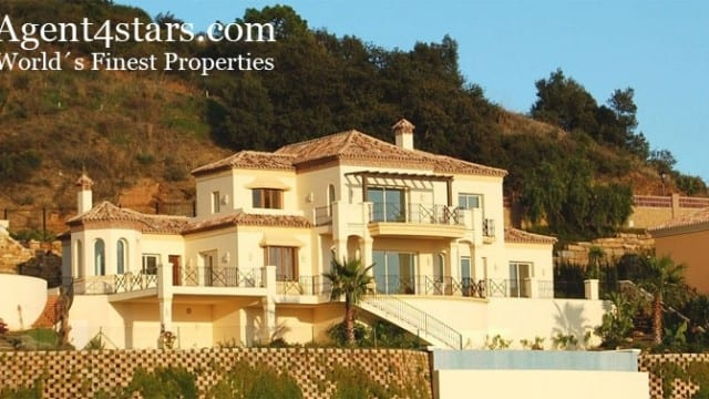 Marbella East villa with panoramic Coastal Views