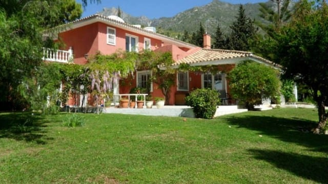 Bargain villa for sale Sierra Blanca Marbella Hillside
