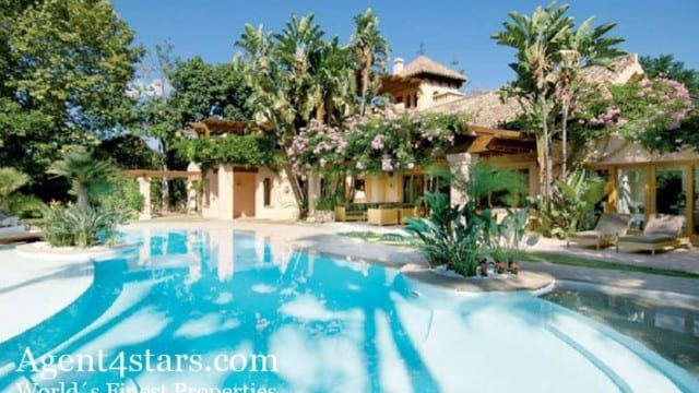 Reduced.Nueva Andalucia villa for sale in gated community